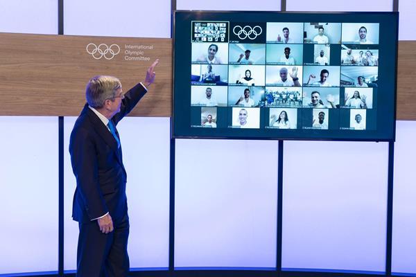 IOC President Thomas Bach announces the IOC Refugee Olympic Team for Tokyo 2020 (IOC media)