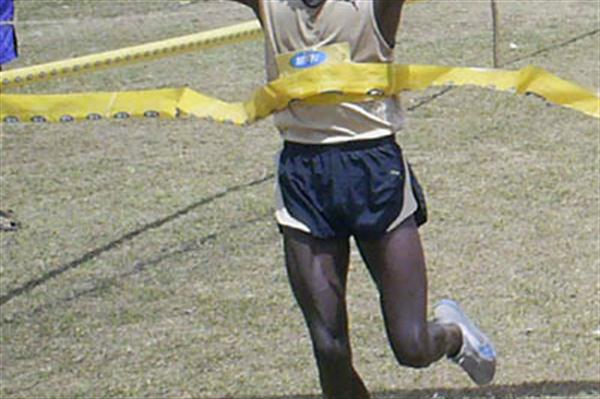 Moses Kipsiro taking the Ugandan Cross Country title (Daniel Senfuma)