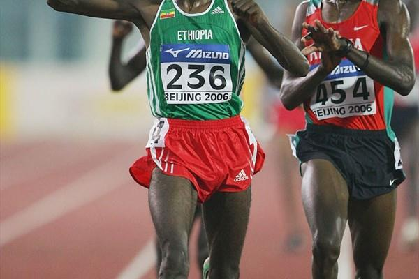Ibrahim Jeilan taking the world junior 10,000m title in Beijing (Getty Images)