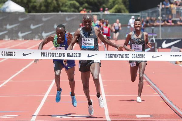 Joshua Cheptegei wins the two-mile race at the IAAF Diamond League meeting in Stanford (Victah Sailer)