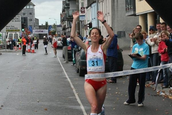 Susan Harrison of Great Britain takes the IAU 50Km title in Galway (Jan Vandendriessche)