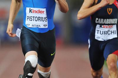 Oscar Pistorius runs a season's best of 46.62 in the men's 400m B race (Getty Images)