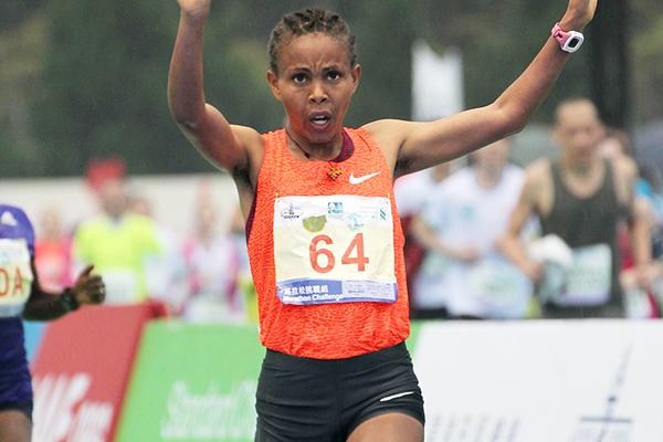 Letebrhan Haylay Gebreslasea winning the Standard Chartered Hong Kong Marathon (Organisers)