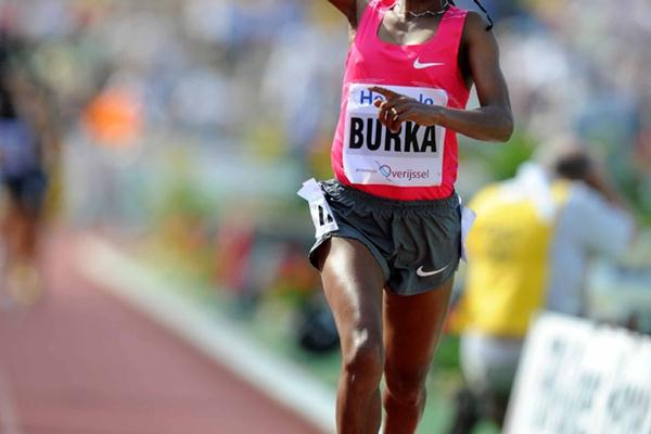 Gelete Burka en route to her 3:58.79 PB in Hengelo (Jiro Mochizuki (Agence Shot))