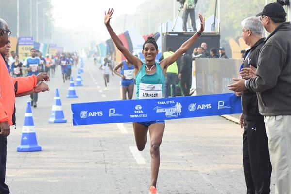 Ethiopia's Degitu Azmeraw winning the Tata Steel Kolkata 25K 2017 (Procamm International)