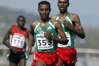 Kenenisa Bekele leads eventual bronze medallist Gebremariam (ETH) (Getty Images)