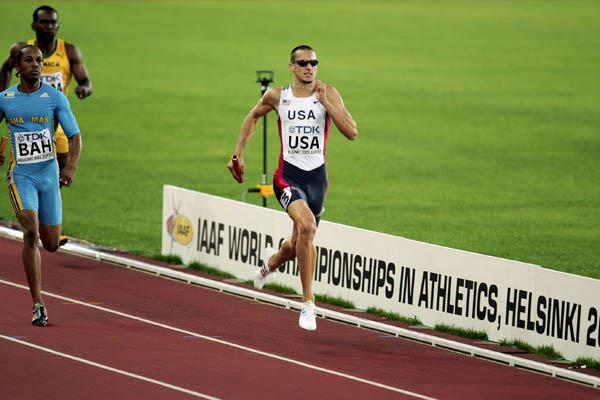 Jeremy Wariner on his way to winning gold in the 4x400m (Getty Images)