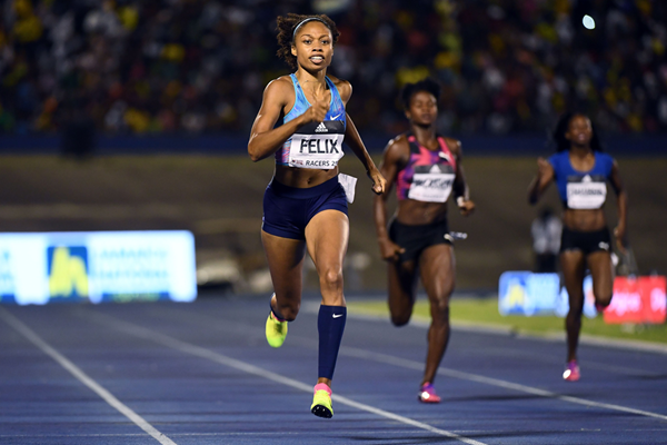Allyson Felix wins the 400m at the Racers Grand Prix in Kingston (AFP / Getty Images)
