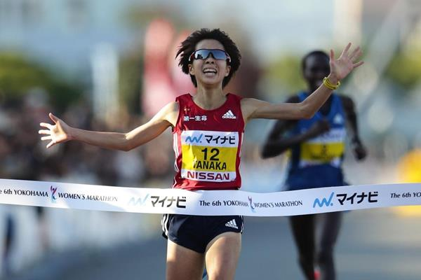 Tomomi Tanaka winning the 2014 Yokohama Women's Marathon (Kabuki Matsunaga - Agence SHOT.)