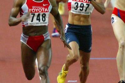 Maria Mutola of Mozambique wins the 800m final (Getty Images)