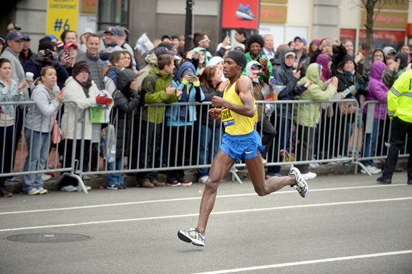 Lelisa Desisa makes a break in the men's race at the 2015 Boston Marathon (Getty Images)