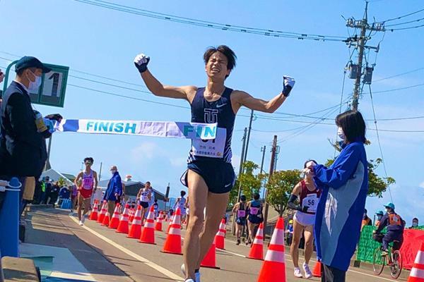 Koki Ikeda wins the Japanese Olympic trials 20km race walk title in Nomi (Eiich Yoshizawa)