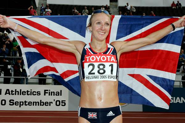 Paula Radcliffe celebrates winning gold in the women's marathon (Getty Images)