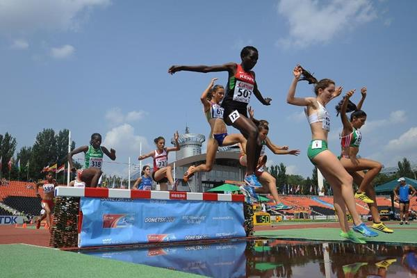 The girls' 2000m steeplechase final at the 2013 IAAF World Youth Championships (Getty Images)