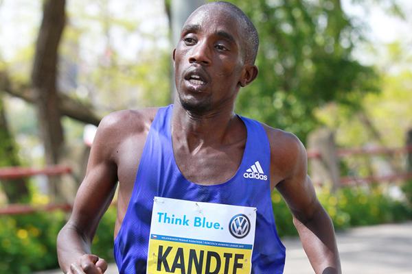 Felix Kandie on his way to victory at the Prague Marathon (Victah Sailer / organisers)