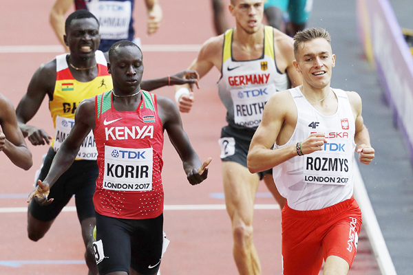 Emmanuel Korir and Michal Rozmys in the 800m at the IAAF World Championships London 2017 (AFP / Getty Images)