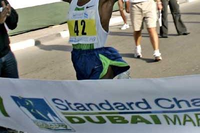Askale Magarsa of Ethiopia wins the Standard Chartered Dubai Marathon (c)