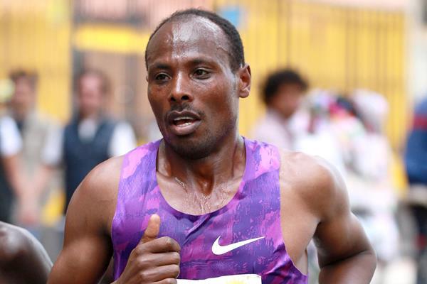 Tadese Tola in the 2016 Bogota Half Marathon (Organisers / Victah Sailer)