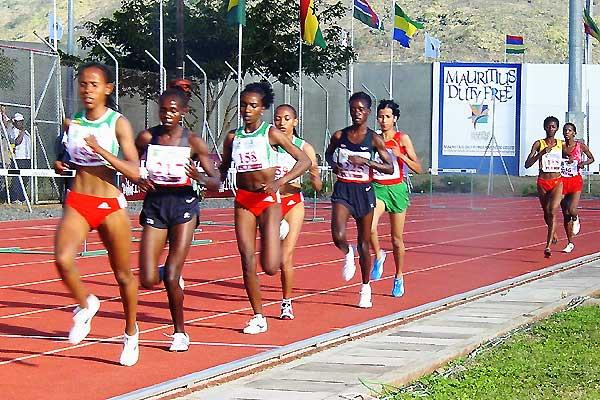 Meseret Defar leads the women's 5000m in Mauritius (Mark Ouma)