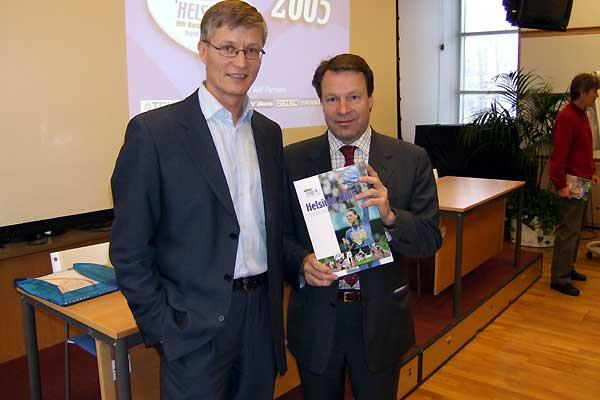 Helsinki 2005 LOC CEO Antti Pihlakoski and LOC President Ilkka Kanerva, IAAF Council Member at book launch (Chris Turner/IAAF)