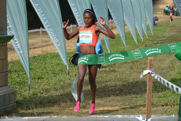 Faith Kipyegon winning at the 2016 Cross Internacional de Italica (Foto ANOC)
