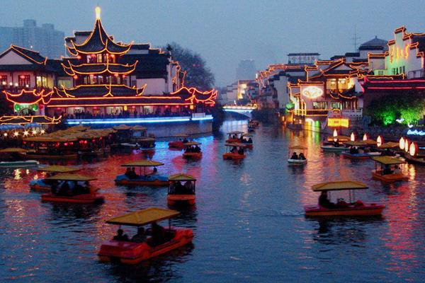 Ancient buildings decorated with light displays and lanterns in Nanjing (Getty Images)