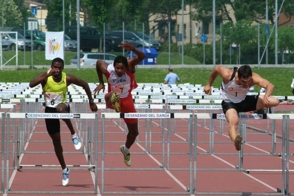 Jake Arnold (r) on the way to a title defense in Desenzano del Garda (Lorenzo Sampaolo)