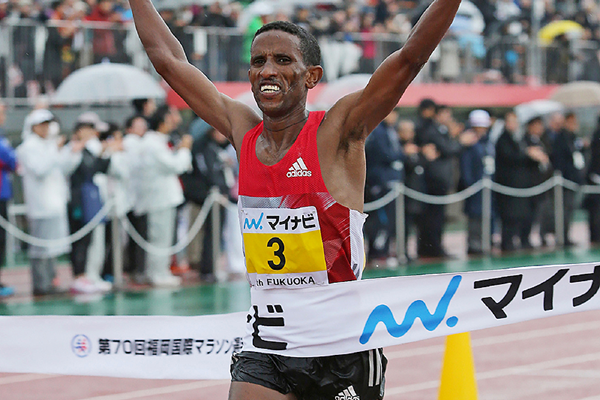 Yemane Tsegay wins the Fukuoka Marathon (AFP / Getty Images)