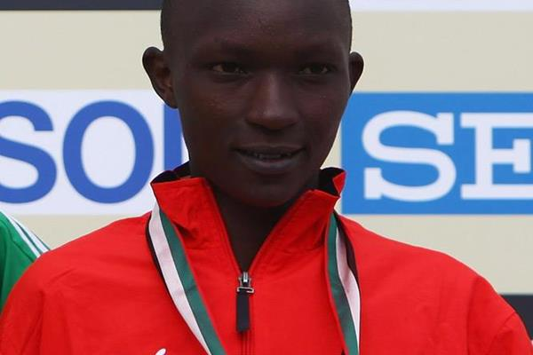 Moses Kibet with his world cross-country bronze medal (Getty Images)