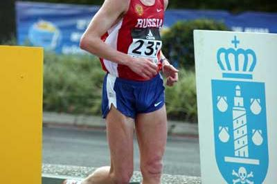 Denis Nizhegorodov (RUS) powers his way to the 50km title in La Coruña (Tim Watt)