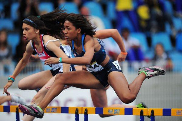 Kendell WILLIAMS of USA in action during the Girls 100 metres hurdles semi final - Day Two - WYC Lille 2011 (Getty Images)