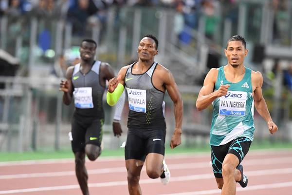 Wayde van Niekerk en route to winning the 400m at the 2016 IAAF Diamond League meeting in Rome (Gladys Chai)