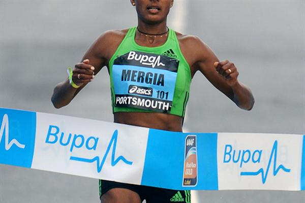 Aselefech Mergia takes the Great South Run 10-Miler (Mark Shearman)