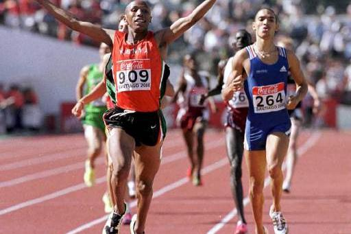 Nicholas Wachira from Kenya wins the men's 800m title in Santiago (© Allsport)