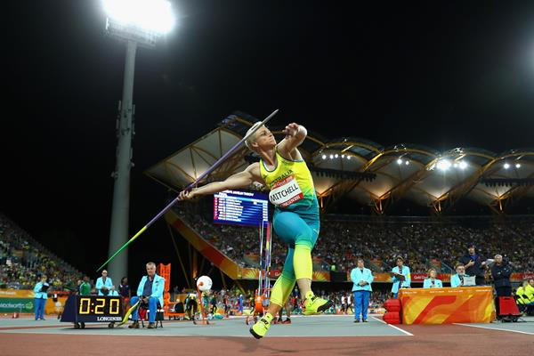 Kathryn Mitchell throws to Commonwealth gold (Getty Images)