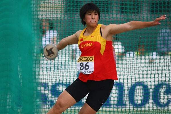 Shanshan Li of China on her way to winning the Discus Throw final (Getty Images)