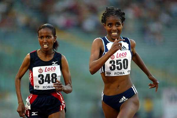 Ejegayehu Dibaba (r) wins in Rome ahead of Werknesh Kidane (Getty Images)
