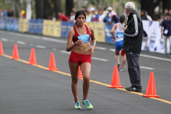 Kimberley Garcia leading in the women's 20km Race Walk at 2013 Pan American Race Walking Cup (Fernando Ruiz)