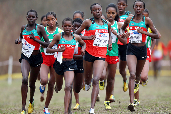 Kenya's Mercy Cherono leads the U20 women's race at the 2010 IAAF World Cross Country Championships (Getty Images)