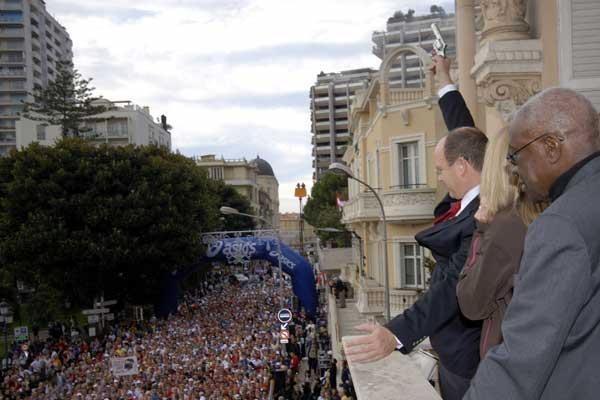 Prince Albert II starts Monaco Marathon (Sean Wallace-Jones)