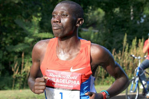 Stanley Biwott en route to victory in Philadelphia (Victah Sailer)