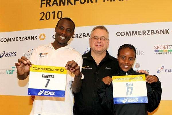 Tadese Tola (7) with elite race co-ordinator Christoph Kopp, and (F7) Mare Dibaba in Frankfurt (Victah Sailer)