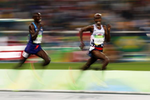 Paul Chelimo chases Mo Farah in the 5000m final at the Rio 2016 Olympic Games (Getty Images)