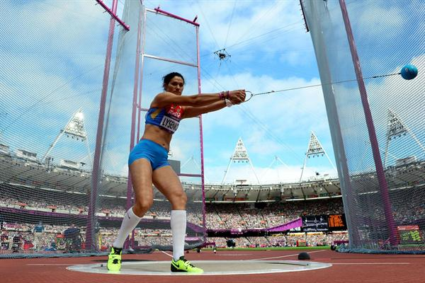 Tatyana Lysenko of Russia competes in the Women's Hammer Throw Qualifications on Day 12 of the London 2012 Olympic Games at Olympic Stadium on August 8, 2012 (Getty Images)