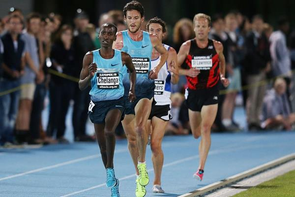 Sam Chelanga in front of Collis Birmingham en route to winning the 2013 Zatopek:10 in Melbourne (Getty Images)
