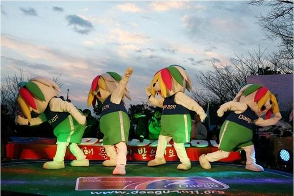 Daegu 2011 mascots dance on New Year (LOC)
