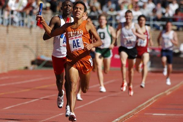 Leonel Manzano anchors the University of Texas to victory in the Distance Medley at the 112th Penn Relays (Kirby Lee/Image of Sport)