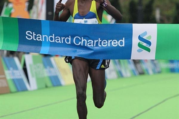 Nelson Kirwa Rotich takes the 2011 Hong Kong Marathon title (Organisers)