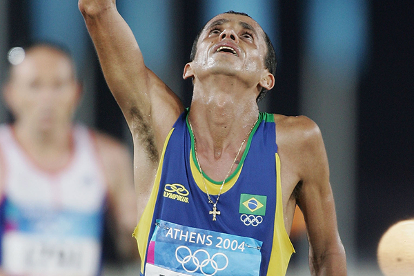 Vanderlei da Lima of Brazil celebrates his Olympic marathon bronze (Getty Images)