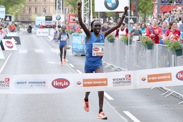 Nancy Kiprop wins the Vienna City Marathon (Victah Sailer / organisers)
